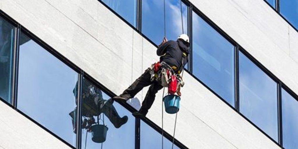 mantenimiento-de-fachada-andamio