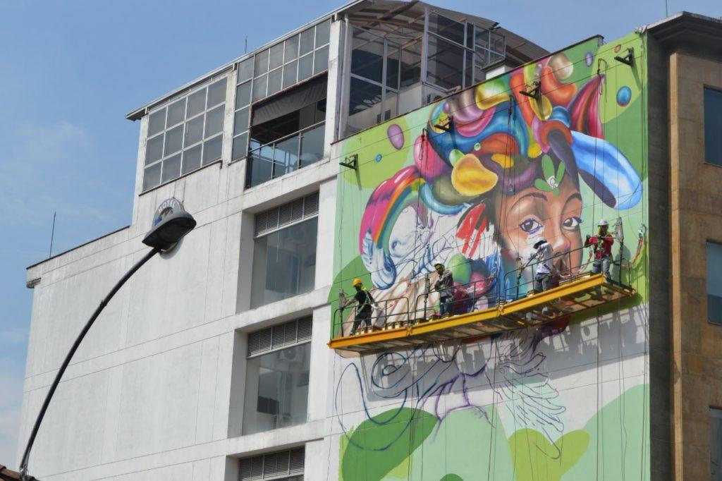 andamio-colgante-graffiti-medellin